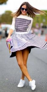 φούστα με οριζόντιες ρίγες
