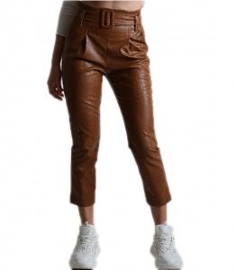 Ψηλόμεσο παντελόνι δερματίνη με σχέδιο croco και ζώνη (Κάμελ)