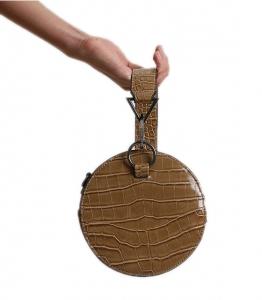 Στρόγγυλη τσάντα δερματίνη με σχέδιο croco (Καφέ)